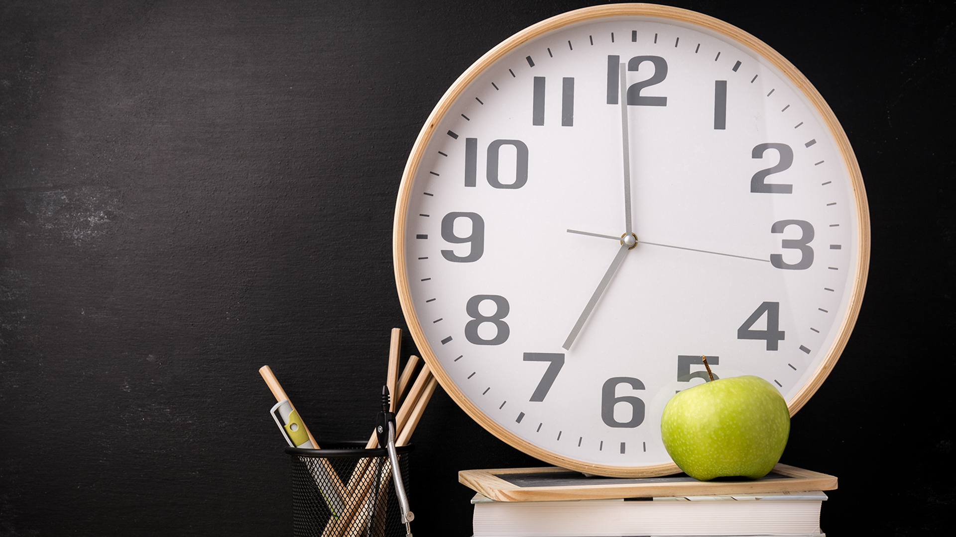school-analog-clock-today-tease-001-180503_ce5333f7e35bc1b9ed1d0055cffd1ecd.jpg